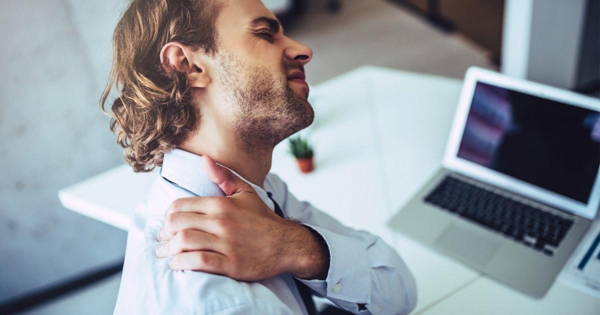 4 dolegliwości wynikające z pracy w biurze – jak ich uniknąć?
